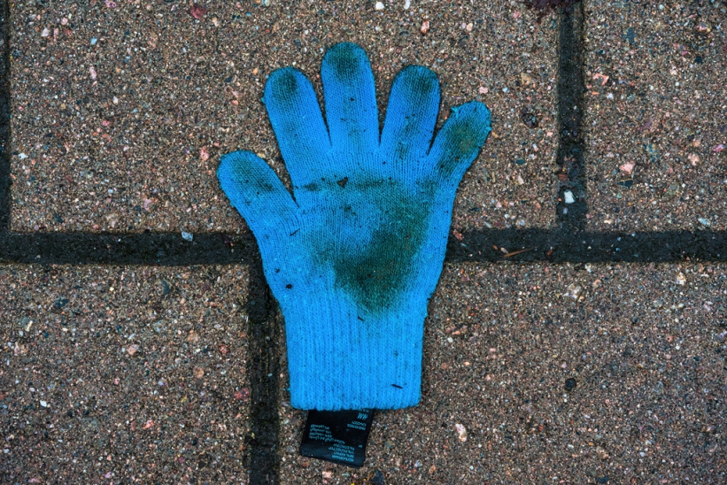 http://skrubu.net/pniportfolio/files/gimgs/th-17_16-knitted-blue-glove.jpg