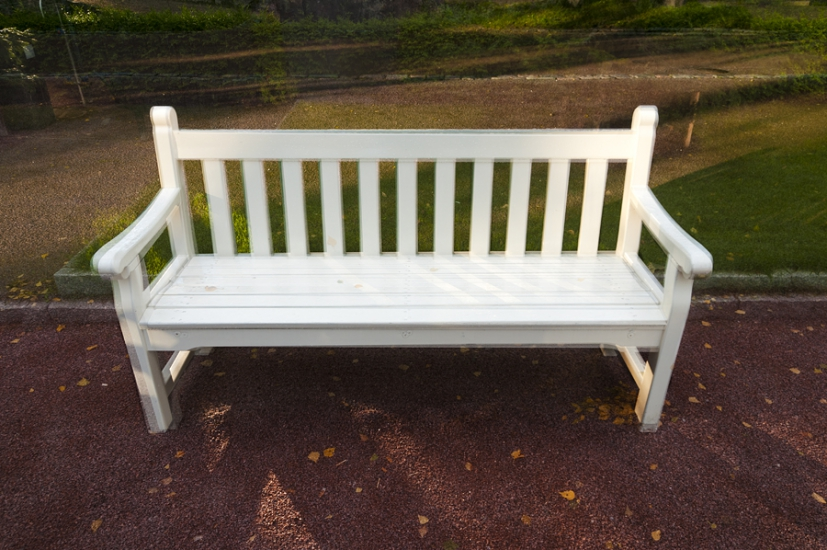http://skrubu.net/pniportfolio/files/gimgs/th-14_26 Three White Wooden Benches by pni.jpg