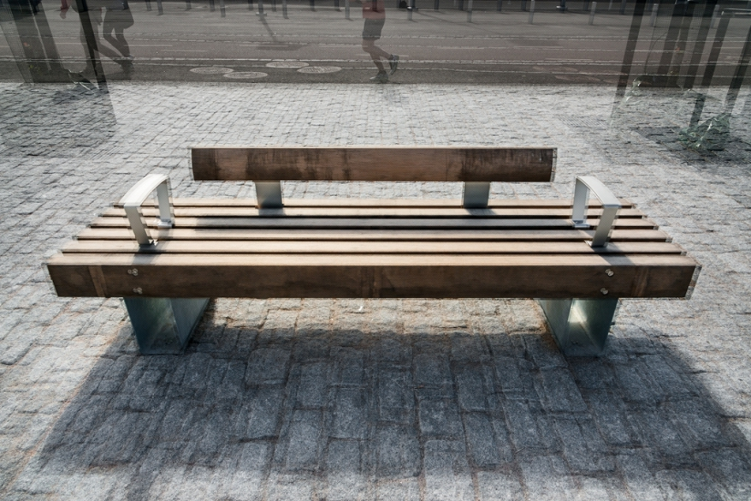 http://skrubu.net/pniportfolio/files/gimgs/th-14_40 Three Modern Wooden Benches.jpg